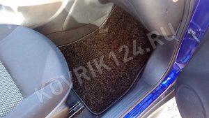 Коврик пассажира в автомобиле Nissan Juke