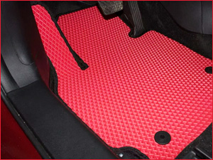 Красный коврик ЕВА для автомобиля