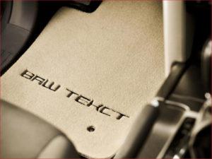 Нанести персональную вышивку или текст на коврик в машину